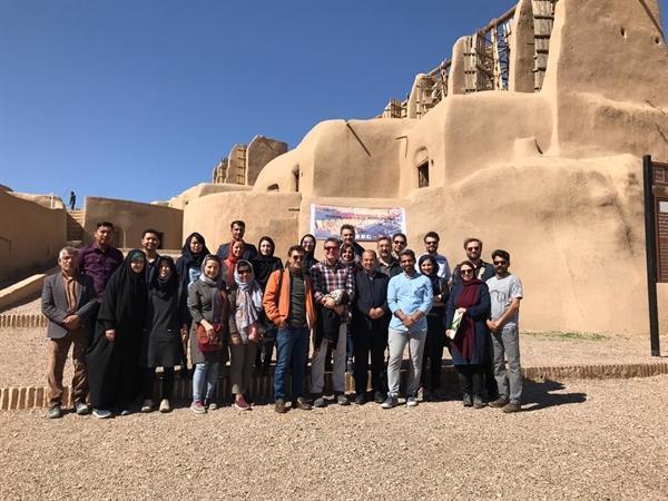 معماران داخلی و خارجی درحال مستندنگاری آسبادهای نشتیفان ، مهمترین سازه های بادی ایران در راه جهانی شدن