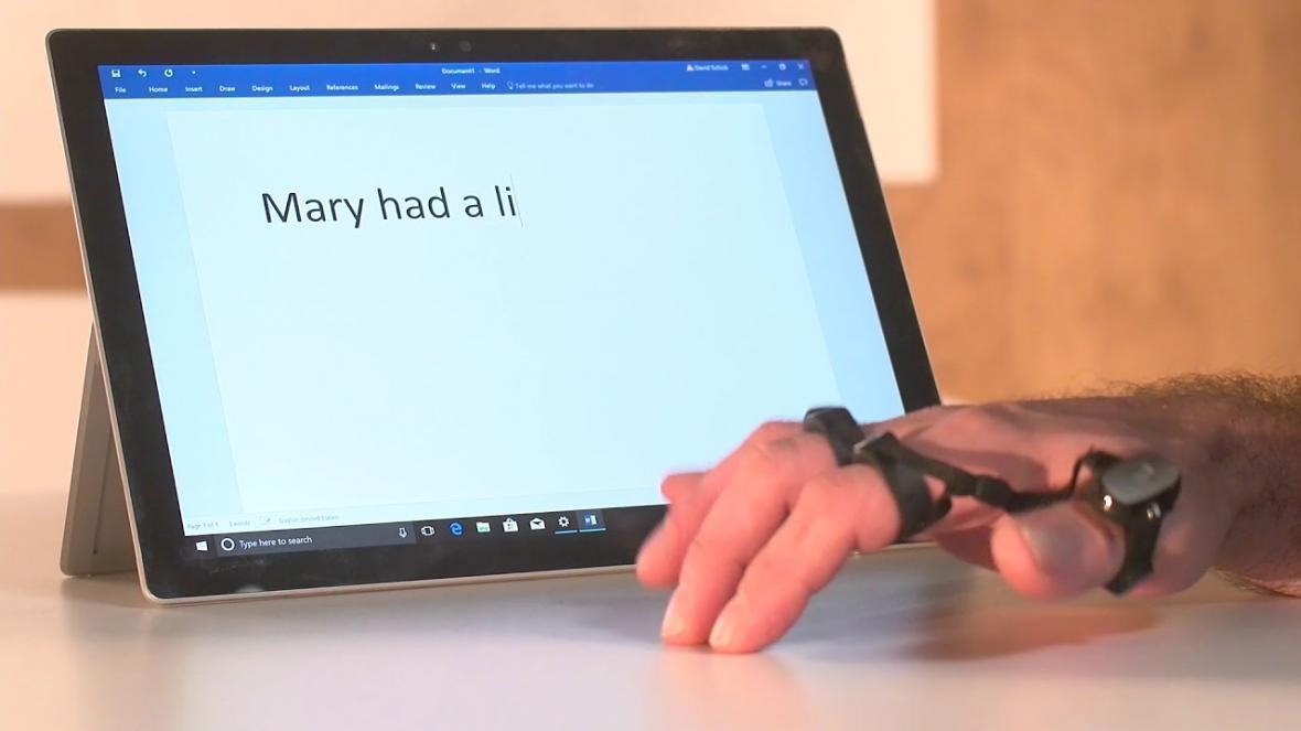 تایپ روی هوا با صفحه کلید انگشتری هوشمند