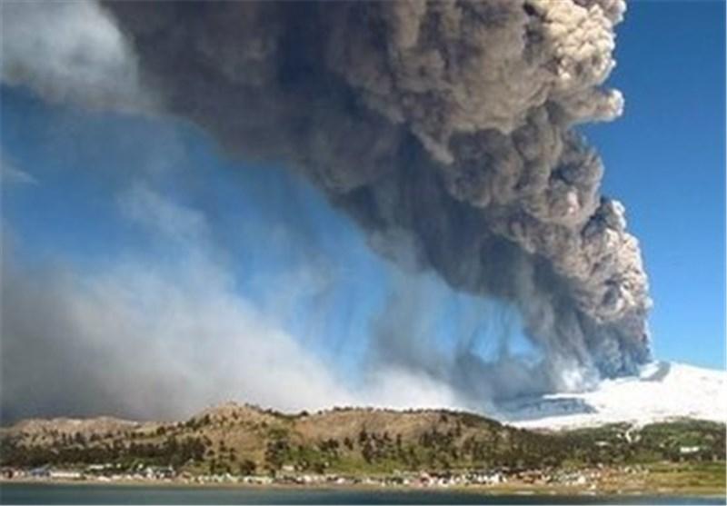 فوران آتشفشان در اندونزی موجب تخلیه هزاران نفر از خانه های خود شد