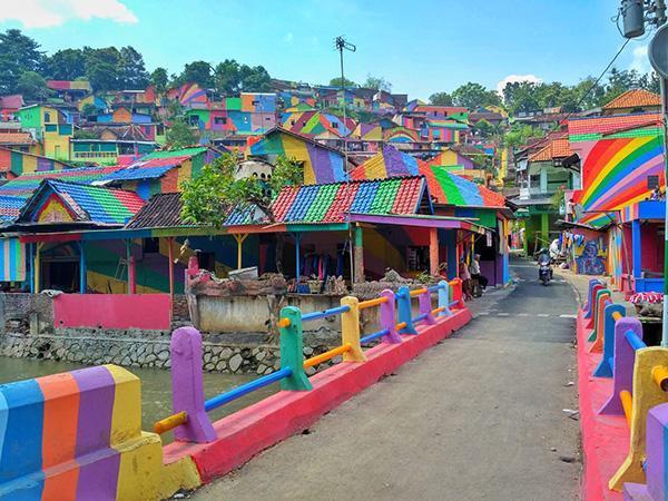 روستایی از جنس رنگین کمان در اندونزی، رویایی که واقعیت دارد