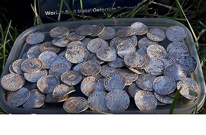 پیدا شدن بیش از 2500 سکه باستانی در انگلیس