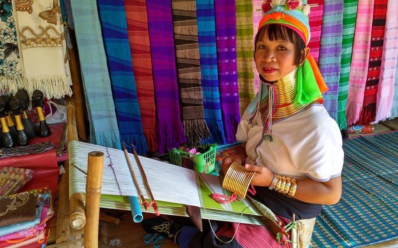 به دیدن قبیله گردن دراز کارن در تایلند بروید!