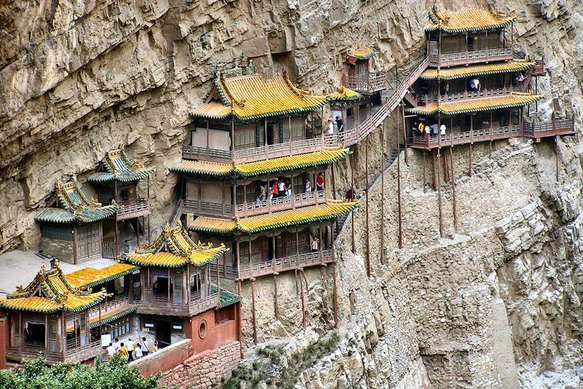 معبدی معلق در کوه هنگ شان، چین