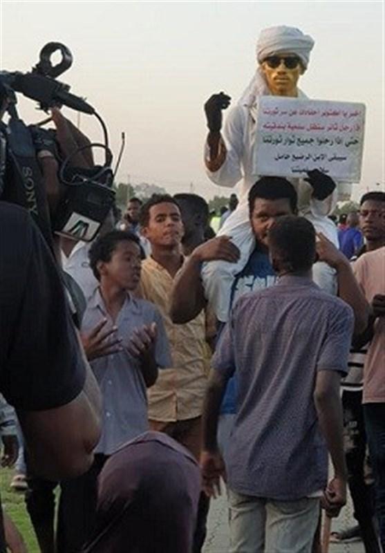 تظاهرات سودانی ها در سالروز انقلاب؛ موانع فراوان پیش روی دولت انتقالی