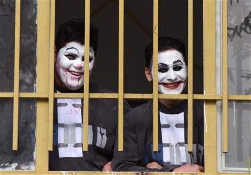 بدل های نوجوان جوکر در زندان چه می نمایند