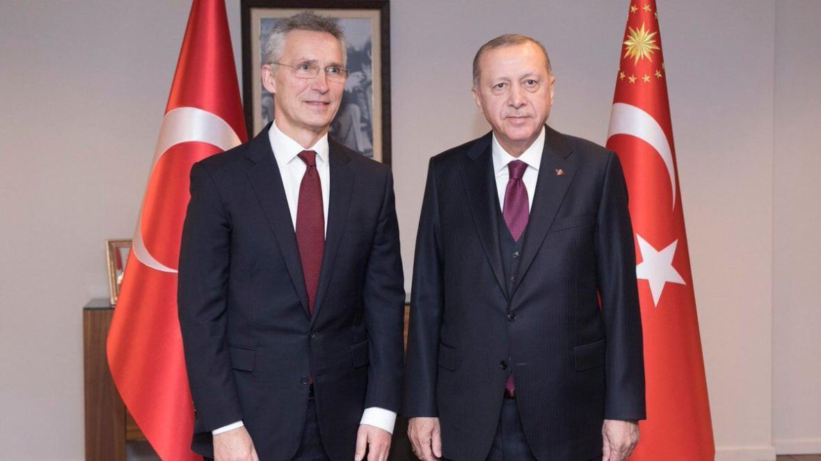 خبرنگاران دبیر کل ناتو و اردوغان درباره سوریه و پناهجویان گفت وگو کردند