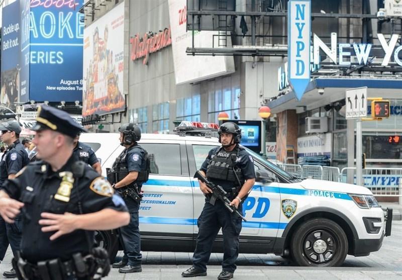 یورش خودروهای پلیس نیویورک به سوی معترضان