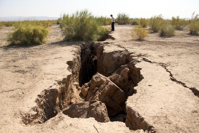 فرونشست سالانه 10 تا 12 سانتی زمین در جنوب سمنان