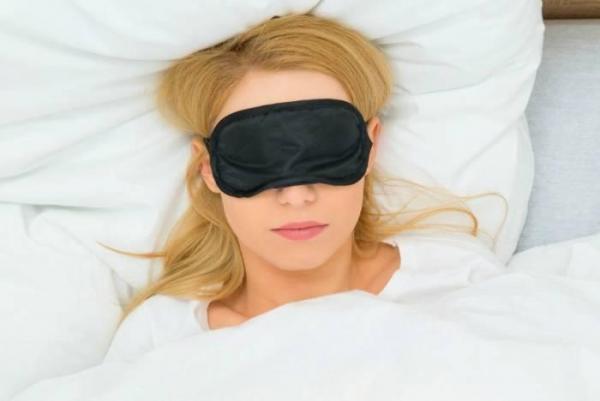 چشم بند خواب برای چه کسانی مفید است؟