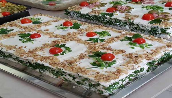 طرز تهیه کیک مرغ و تزئین آن
