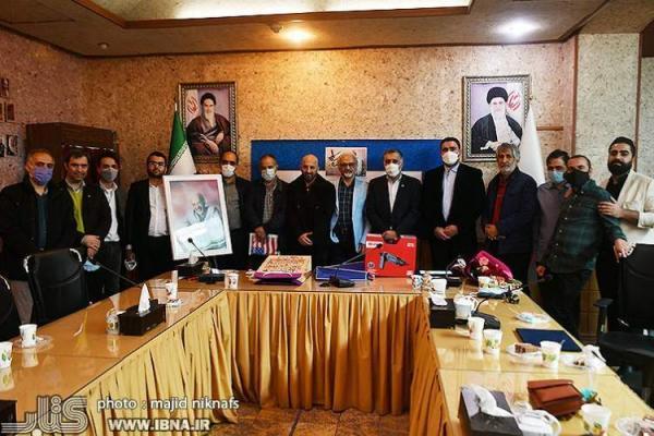 عکس های محمد رضا دشتی در خانه کتاب و ادبیات ایران حفظ می گردد