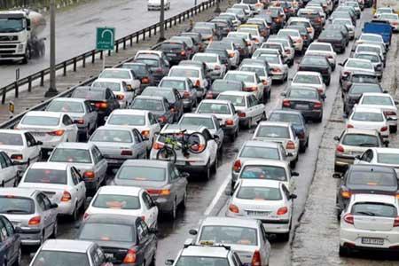 آزادراه کرج - تهران پرترافیک ترین جاده ، باران در جاده های 11 استان