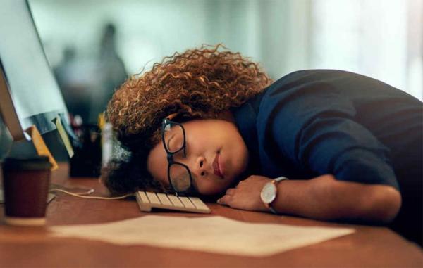 10 علت اینکه بعد از کار بیش از حد احساس خستگی می کنید